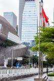 Arranha-céus e teatro da ópera e bandeiras na mola Imagens de Stock