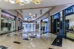 Arranha-céus interiores em Abu Dhabi, Emiratos Árabes Unidos imagens de stock