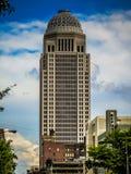 Arranha-céus Louisville Kentucky do centro fotos de stock