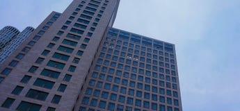 Arranha-céus moderno de Berlim em um dia nublado: Arranha-céus alemão fotos de stock royalty free