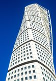 Arranha-céus moderno de gerencio do neo-futurista do torso em Malmo fotografia de stock royalty free