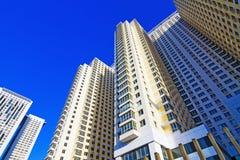 Arranha-céus modernos das casas Fotografia de Stock Royalty Free