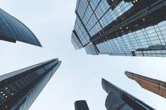 Arranha-céus modernos em um distrito financeiro Construções altas da elevação do centro de negócios Moscou de Moscou - cidade Fotos de Stock