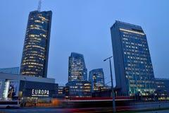 Arranha-céus modernos novos, Vilnius Foto de Stock