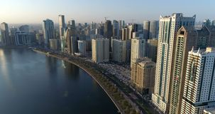 Arranha-céus no centro de Sharjah United Arab Emirates video estoque