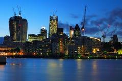 Arranha-céus novos do centro da cidade de Londres sob a construção Foto de Stock