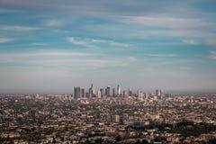 Arranha-céus para baixo da cidade Los Angeles foto de stock