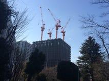 """Arranha-céus sob a construção pela universidade de Waseda ˜å±¤ãƒ """"ム""""do ®é """"do  do ã do  do  do ã do ` do ¿ °å¤§è do ç do"""" do Fotos de Stock"""