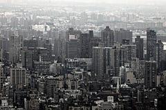 Arranha-céus urbanos da skyline de New York City Fotografia de Stock Royalty Free