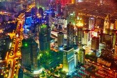 Arranha-céus da opinião da noite, construção da cidade de Pudong, Shanghai, China Imagens de Stock