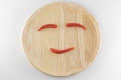 Arranje as pimentas em uma placa de madeira Fotos de Stock