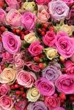 Arranjo cor-de-rosa nupcial em várias máscaras do rosa Fotos de Stock