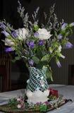 Arranjo da rosa do branco Imagens de Stock Royalty Free
