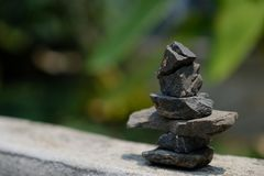 Arranjo das pedras de acordo com o m?todo do zen foto de stock
