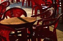 Arranjo de assento em torno da loja da área da praia Foto de Stock