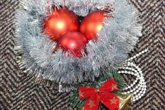 Arranjo de brinquedos e de ouropel do Natal Imagens de Stock