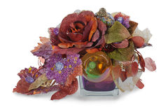 Arranjo de esferas do Natal, flores artificiais Foto de Stock