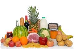 Arranjo dos alimentos frescos dos mantimentos isolados Fotos de Stock
