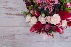 Arranjo floral bonito Fotos de Stock