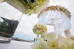 Arranjo floral em uma cerimônia de casamento Imagens de Stock