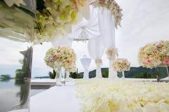 Arranjo floral em uma cerimônia de casamento Imagem de Stock