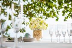 Arranjo floral em uma cerimônia de casamento Fotografia de Stock