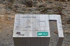 Arraste a Grey Hut no parque nacional de Torres del Paine, região de Magallanes, o Chile do sul foto de stock
