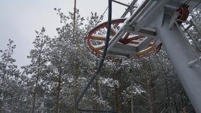 Arrastre la elevación, remonte, torciendo elevaciones del mecanismo alrededor Remolque de cuerda en una estación de esquí Yugo de almacen de video