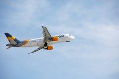 ARRECIFE, ΙΣΠΑΝΙΑ - 2 ΔΕΚΕΜΒΡΊΟΥ 2016: Airbus A320 της απογείωσης κονδόρων στο Λ Στοκ εικόνα με δικαίωμα ελεύθερης χρήσης