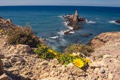 Arrecife de Las Sirenas, em Cabo de Gata, Espanha imagens de stock royalty free
