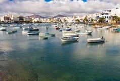 Arrecife Haven op Lanzarote met exemplaarruimte stock fotografie
