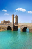 Arrecife Lanzarote slott och bro Arkivbild