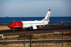 ARRECIFE, SPANIEN - 2. DEZEMBER 2016: Boeing 737-800 der norwegischen Luft Lizenzfreie Stockfotos