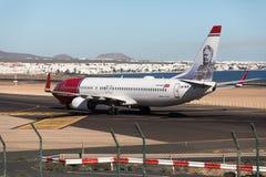 ARRECIFE, SPANIEN - 2. DEZEMBER 2016: Boeing 737-800 der norwegischen Luft Lizenzfreies Stockbild