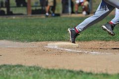 Arredondando a primeira base Imagens de Stock Royalty Free