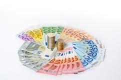 Arreglo artístico de billetes y de monedas euro Fotografía de archivo