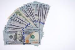 Arreglo avivado de 100 billetes de dólar Imágenes de archivo libres de regalías