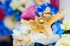 Arreglo colorido para los anillos de bodas Fotos de archivo libres de regalías