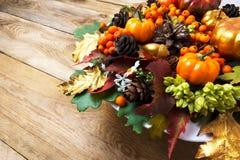 Arreglo de la caída o del Día de Acción de Gracias con las calabazas y autum Fotografía de archivo libre de regalías