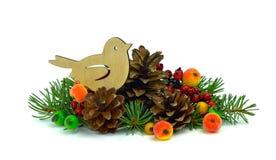 Arreglo de la Navidad Árbol de navidad, juguetes hechos a mano, bayas I fotos de archivo