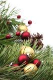 Arreglo de la Navidad con rojo y ornamentos del oro Fotos de archivo libres de regalías