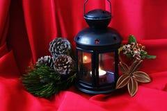Arreglo de la Navidad en un fondo rojo Fotos de archivo