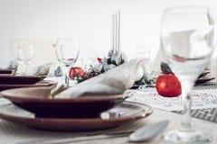 Arreglo de la tabla del día de fiesta de la Navidad fotografía de archivo
