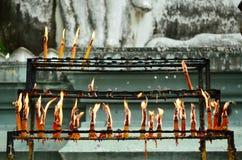 Arreglo de las velas para la adoración Foto de archivo libre de regalías