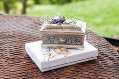Arreglo de los anillos de bodas, del amor y del concepto de la boda Fotografía de archivo libre de regalías