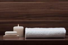 Arreglo del jabón, de la toalla y de la vela Imagen de archivo libre de regalías
