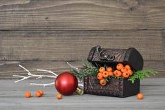 Arreglo del otoño en fondo de madera Imagen de archivo