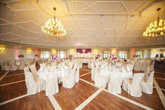 Arreglo elegante hermoso de la tabla de la recepción nupcial, la Florida púrpura Fotografía de archivo