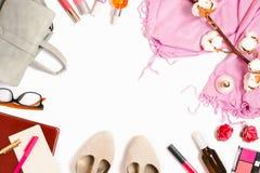 Arreglo flatlay hermoso del marco con la mochila, cosméticos, planificador y otro sector y accesorios femeninos de la moda Fotografía de archivo