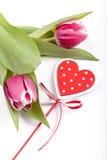 Arreglo floral con los tulipanes Fotografía de archivo